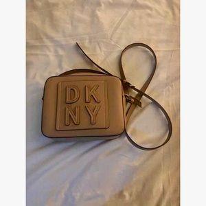 DKNY Tilly Stacked Logo Camera bag